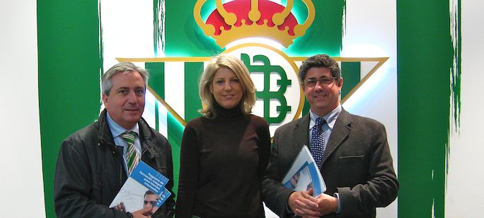 Icada visita al Betis  en su campo Mercedes Galindo, Javier Fernández-Montes, Presidente de Icada y Lucho Bugallal 2013-11-25