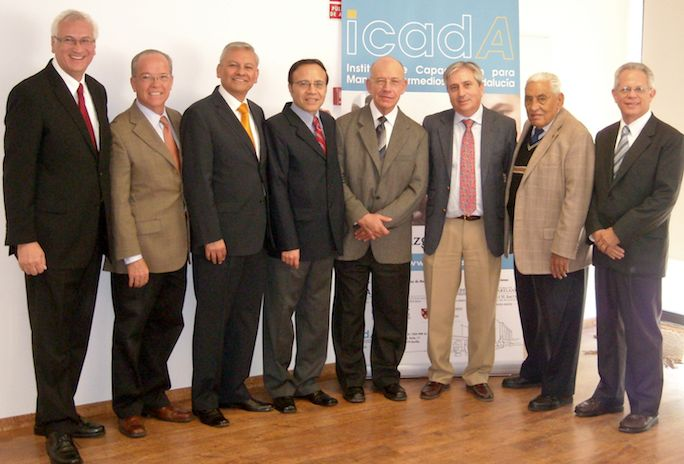 Firma_Acuerdo_RIEMI_Foto_familia-ICADA-12-11-12